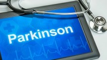 Tablet mit der Diagnose Parkinson auf dem Display